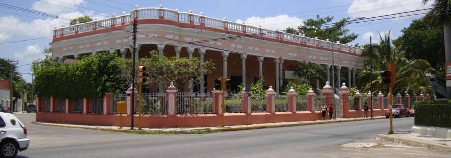 Large Colonial: Perfect for bed and breakfast or small hotel for sale in Merida Yucatan Mexico