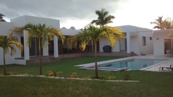 Modern house for sale in Merida Mexico img_20141112_164430094