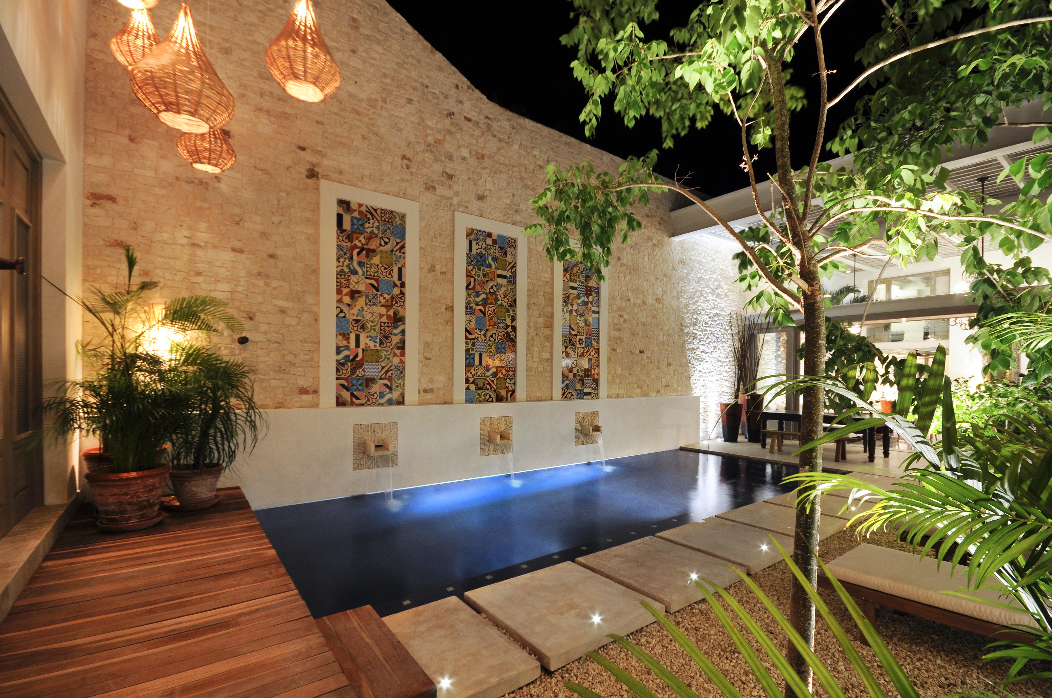 Casa de las sirenas for Casa con piscina zona norte merida