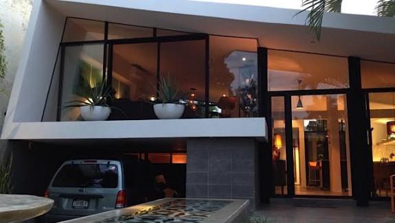 Midcentury modern home for sale in Merida houseatnight